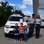 Maži basi vaikų darželį aplankė policininkai