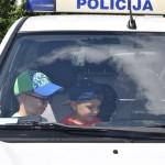 Maži basi vaikų darželį lanko policininkai