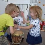 Maži basi vaikų darželis muzikuoja