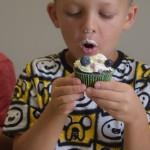 Maži basi vaikų darželyje keksiukų gamyba (3)